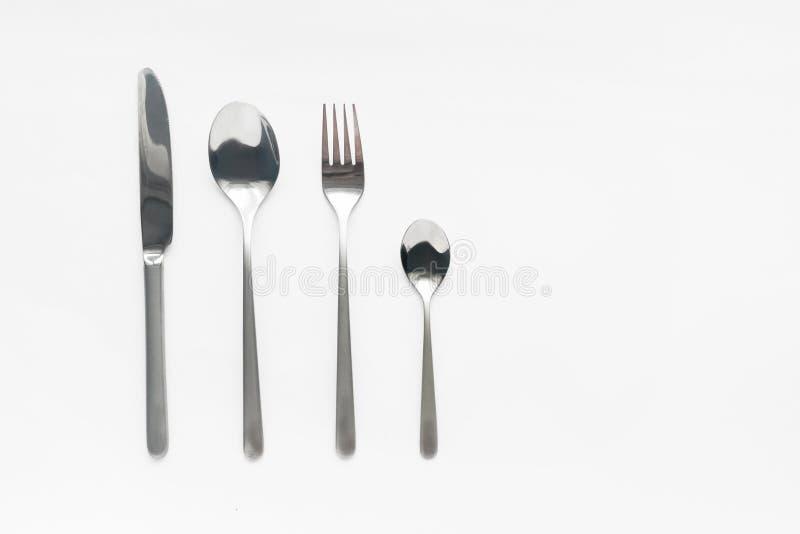 Вилка, нож и плиты столового прибора на таблице стоковые изображения