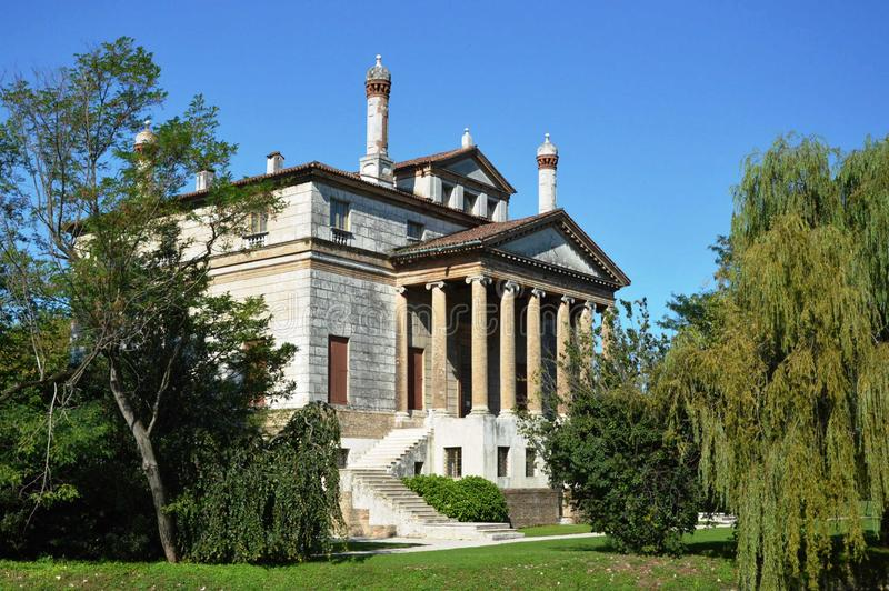 Вилла названное Foscari, Ла Malcontenta, конструированным архитектором Андреа Palladio стоковое фото rf