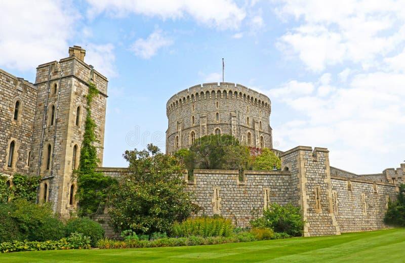 Виндзор, Великобритания - 29-ое августа 2017: Средневековый замок Виндзора Замок Виндзора место свадьбы принца Гарри в 2018 стоковые изображения rf