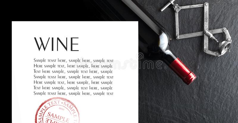 Виновная бутылка на темном фоне Образец текста стоковое изображение