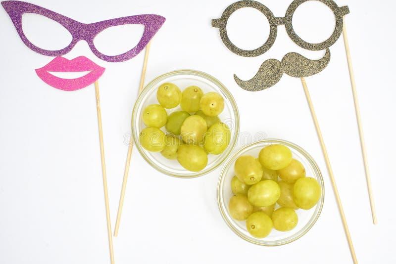 12 виноградины и утварей на Новый Год стоковое фото