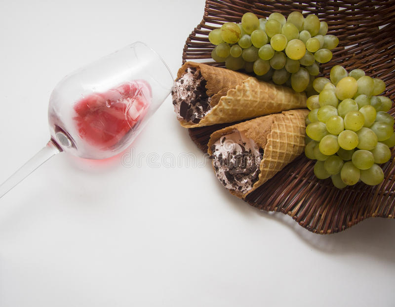 Виноградины и waffles стоковая фотография rf