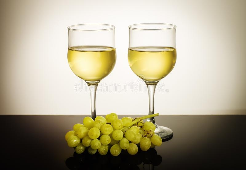 вино виноградника виноградин 2 стекел пука предпосылки стоковые изображения