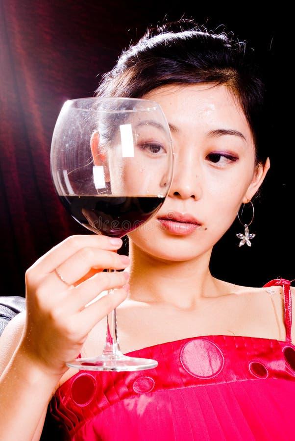 вино девушки красное стоковые фото