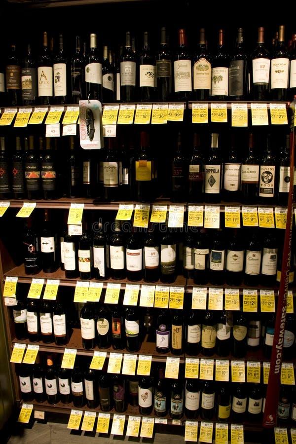 Вино, ликер, магазин спирта стоковая фотография rf