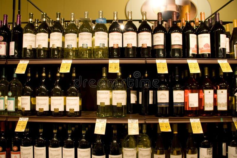 Вино, ликер, пить, магазин спирта стоковые изображения rf
