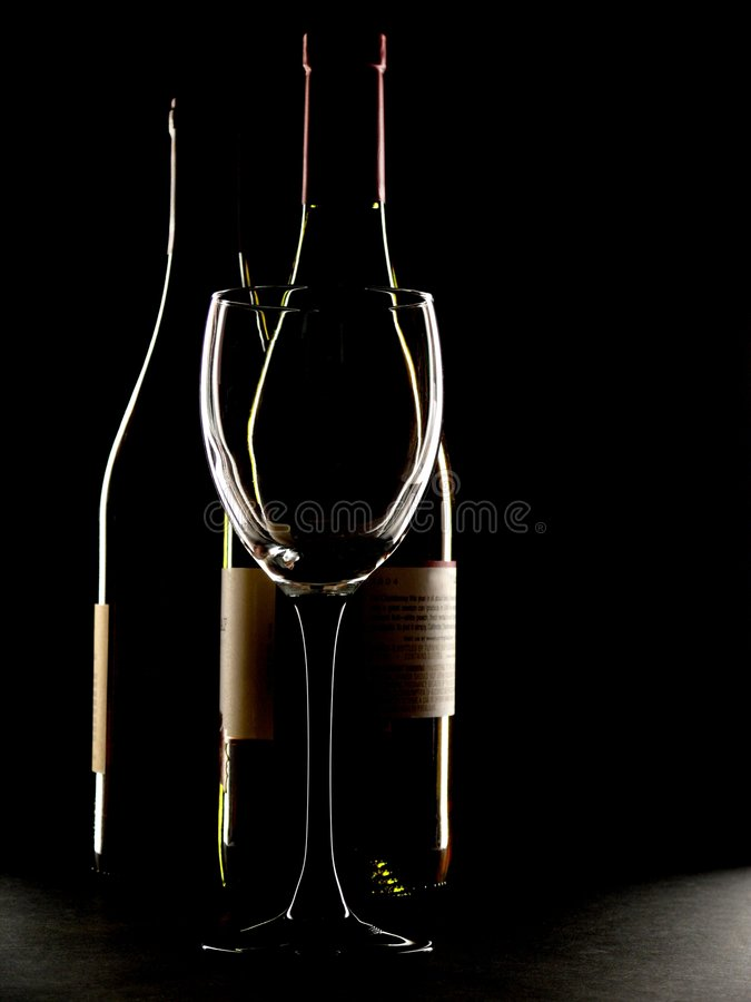 вино плана 2 стекла бутылок стоковые изображения rf