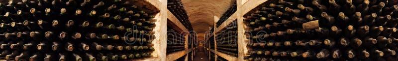 вино собрания погреба старое стоковые изображения rf