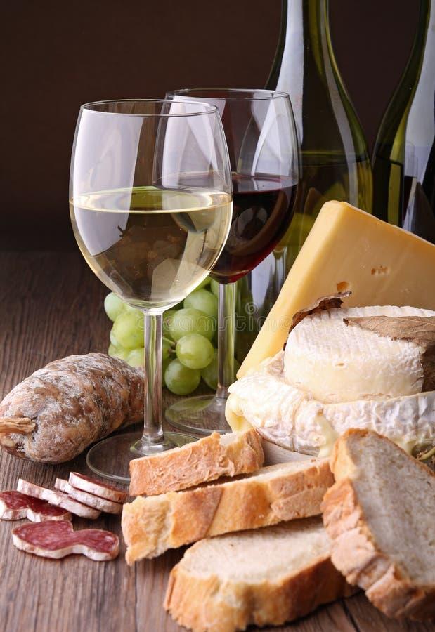 вино сосиски сыра стоковое фото