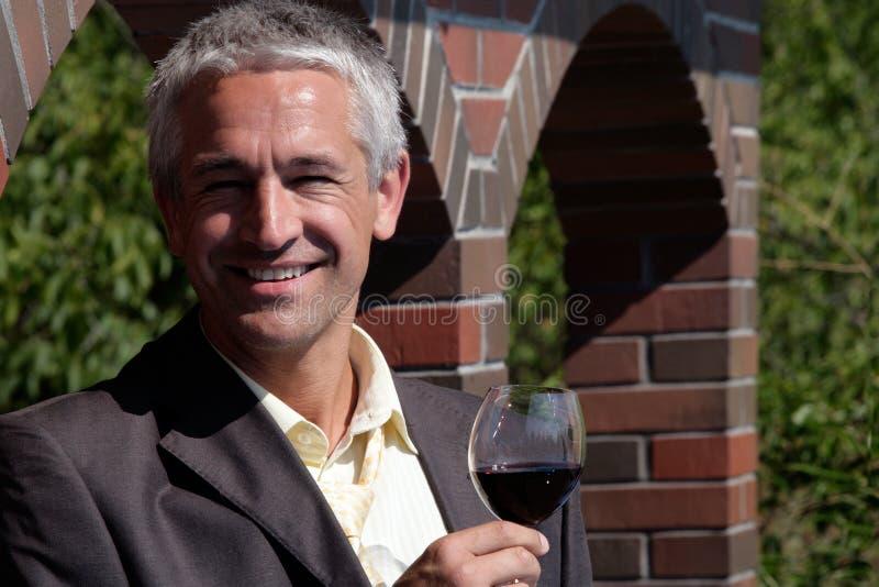 вино стеклянного человека красное стоковое изображение rf