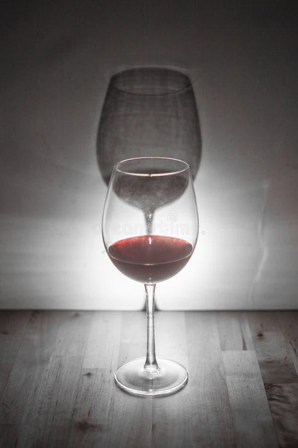 Вино с тенью стоковое изображение