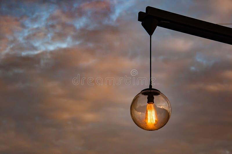 Винтажная внешняя лампа освещая вверх стоковое изображение rf