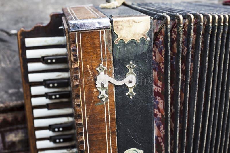 Винтажная гармоника Ретро музыкальный инструмент аккордеона кнопки стоковые фото