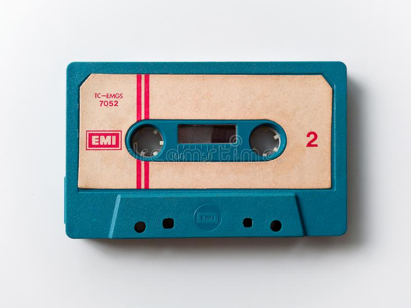 Винтажная двухкатушечная кассета изолированная на белой предпосылке стоковая фотография rf