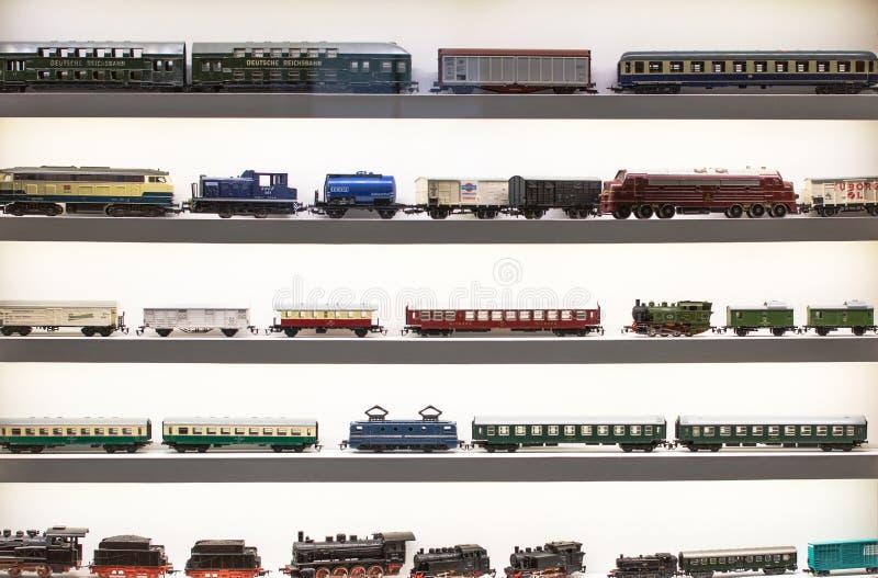 Винтажная европейская игрушка - модель локомотивов пара, поездов, фур стоковое изображение rf