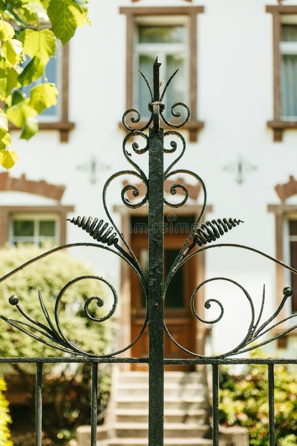 Винтажная декоративная железная деталь строба стоковая фотография