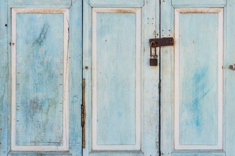 Винтажная деревянная дверь стоковая фотография