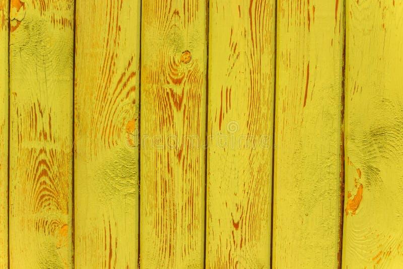 Винтажная желтая увяданная естественная деревенская деревянная предпосылка стоковая фотография