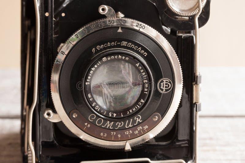 Винтажная камера складчатости Compur немца от 1930s, сделанных f Deckel Munchen стоковое фото