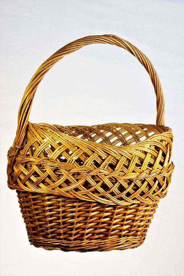 Винтажная корзина - сплетите волокна сформируйте естественную уникальную картину Корзина ремесел искусства изделий вербы плетеных стоковые фото