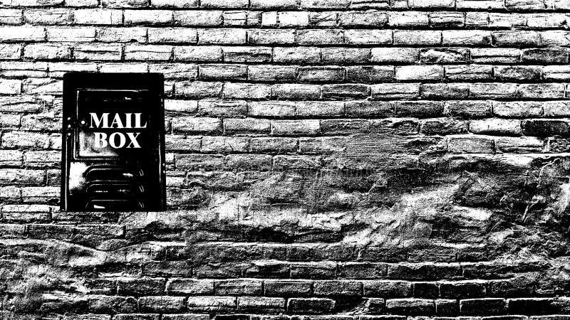 Винтажная коробка письма на стене grunge стоковая фотография