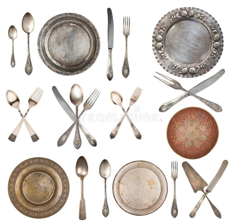 Винтажная красивая плита, ложки и вилки изолированные на белой предпосылке стоковое изображение