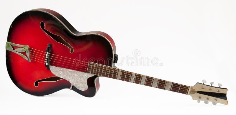 Винтажная красная гитара archtop стоковые изображения