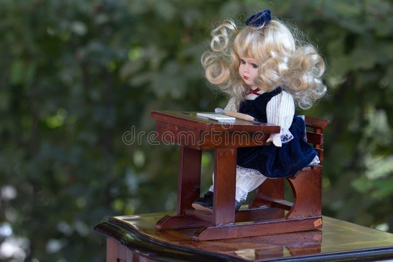 Винтажная кукла стоковое фото rf