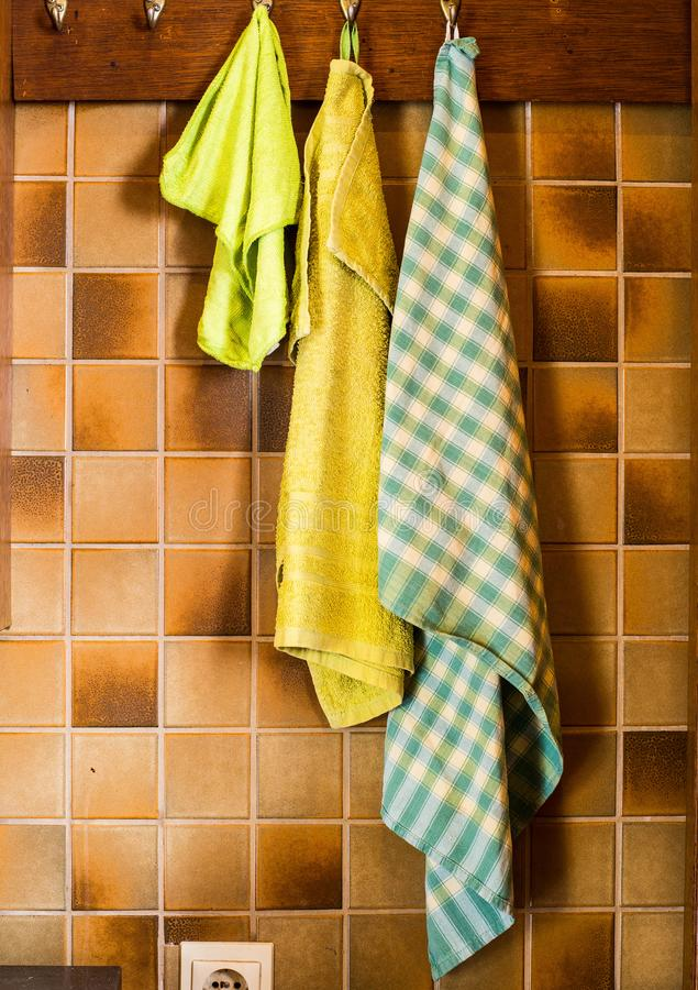 Винтажная кухня с красочным dishcloth стоковые изображения