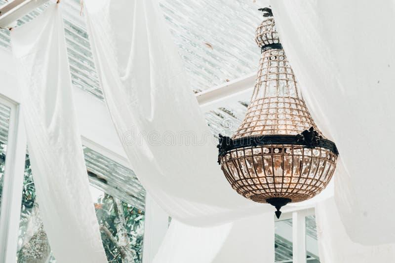 Винтажная лампа в комнате, украшенные лампы стоковое изображение rf