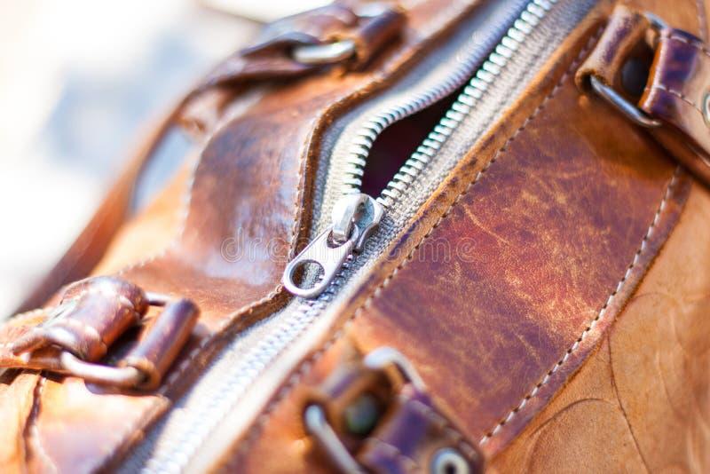 Винтажная молния кожаной сумки стоковая фотография rf