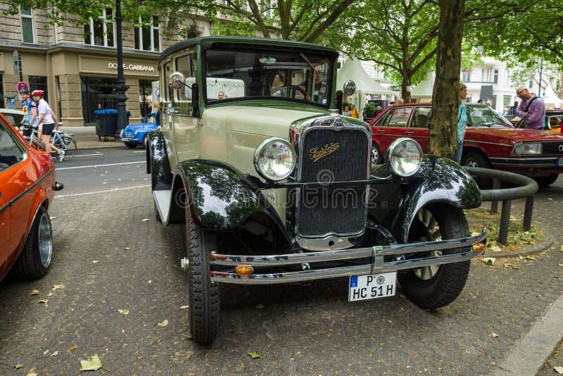 Винтажная модель 51 Седан Erskine автомобиля (Studebaker), 1928 стоковая фотография