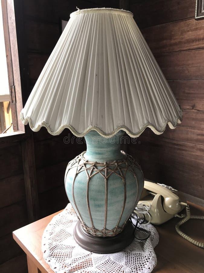 Винтажная настольная лампа стоковое изображение rf