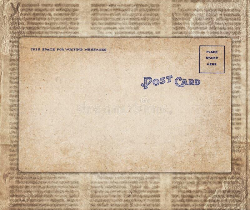 Винтажная открытка на старой предпосылке газеты стоковое изображение rf