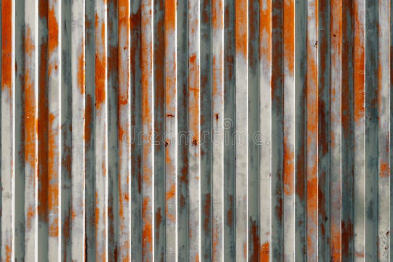 Винтажная предпосылка, дверь гаража ржавой текстуры металла старая стоковые фото