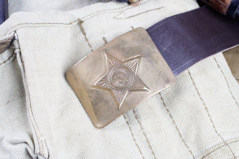 винтажная пряжка на форме Советской Армии СССР хаки стоковые фото