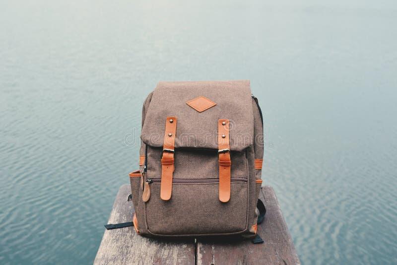 Винтажная сумка в предпосылке природы стоковое фото rf