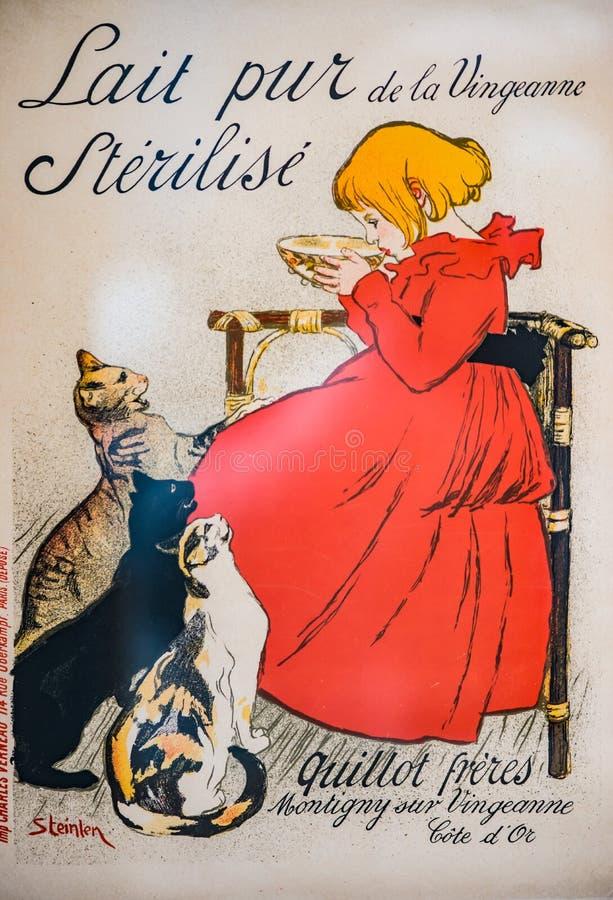 Винтажная французская девушка и коты обложки журнала стоковые изображения rf