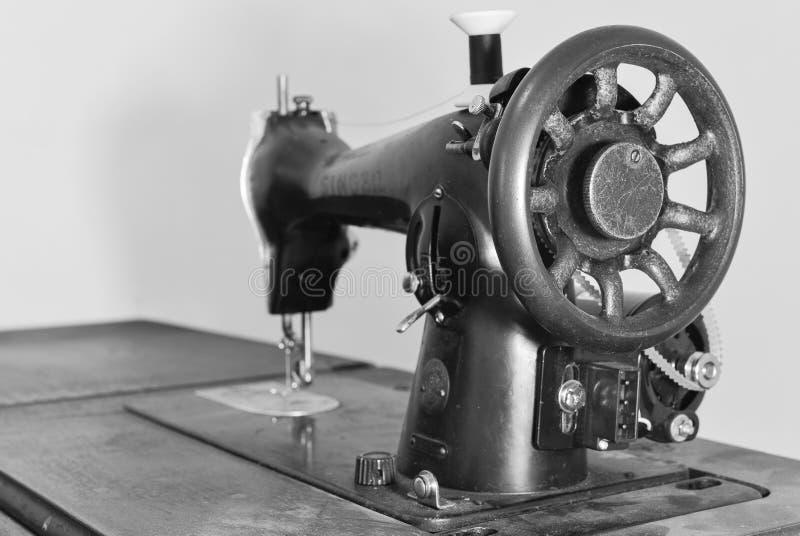 Винтажная швейная машина стоковые фото