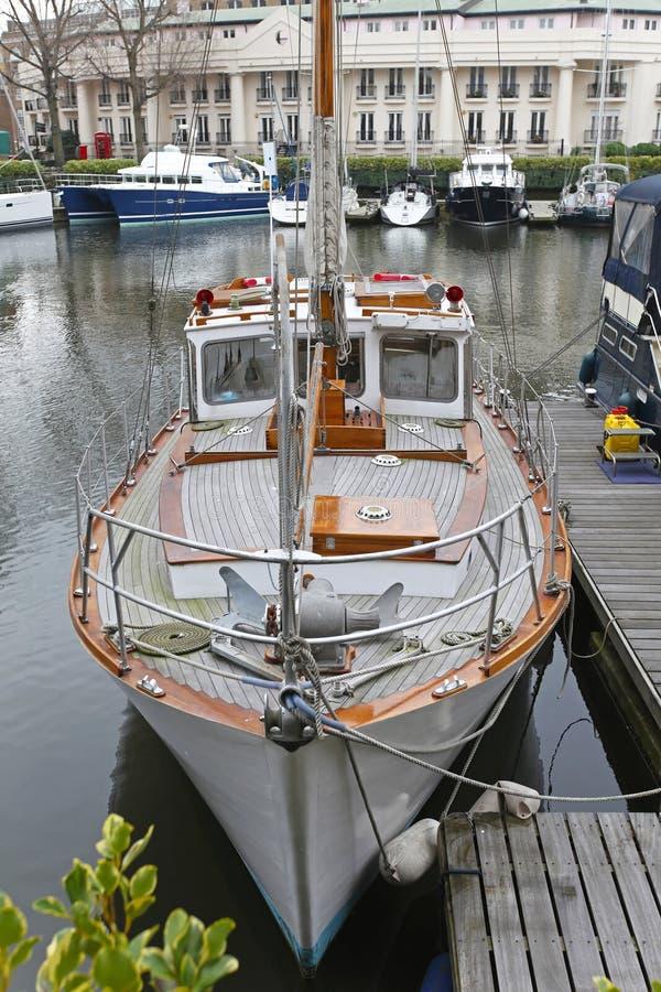 Download Винтажная яхта ветрила стоковое фото. изображение насчитывающей vintage - 37930566
