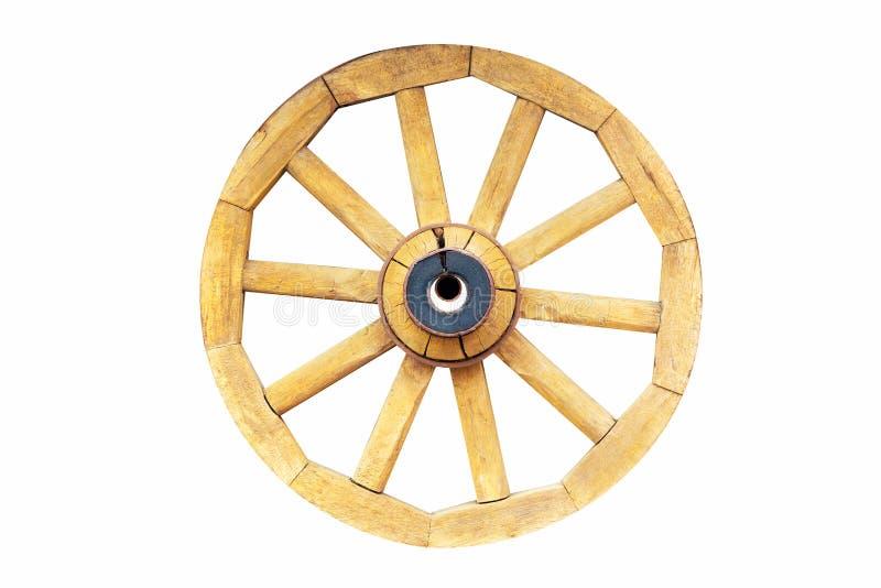 Винтажное деревенское деревянное колесо экипажа фуры изолированное на белой предпосылке стоковые изображения rf