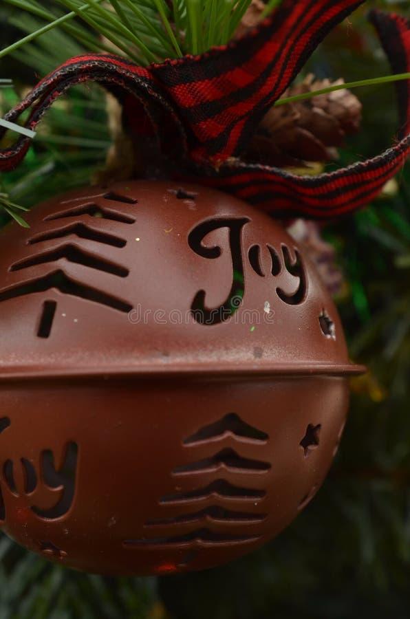 Винтажное дерево зеленого цвета колокола саней орнамента рождества металла стоковая фотография