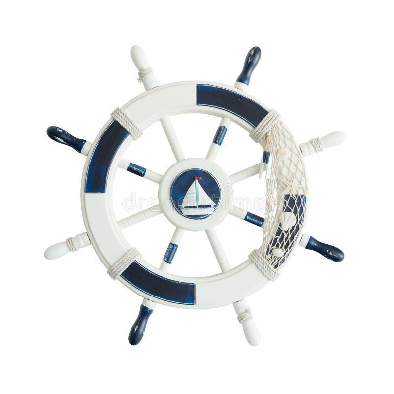 Винтажное деревянное рулевое колесо корабля изолированное на белизне стоковое изображение rf