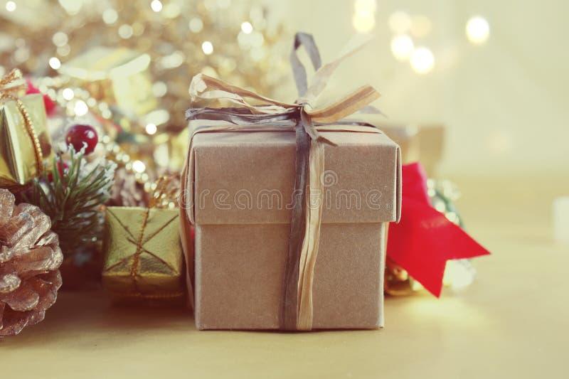 Винтажное изображение стиля подарка и украшений рождества стоковое изображение rf