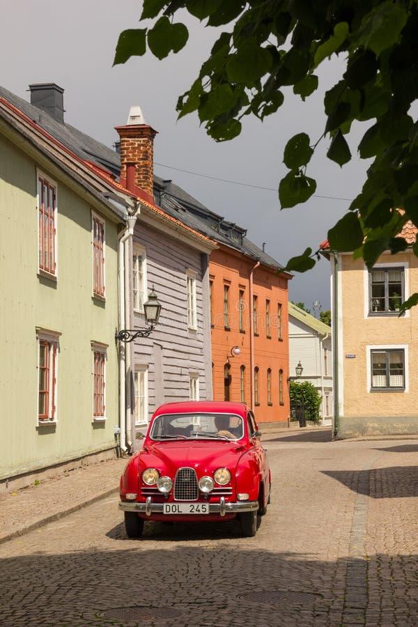 Винтажное красное saab. Vadstena. Швеция стоковое изображение