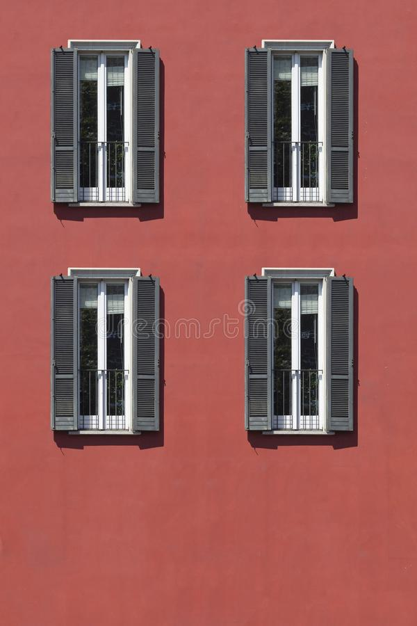 Винтажное окно Классическое итальянское окно милан Италия Дом, дом, внешний строить старый стоковая фотография