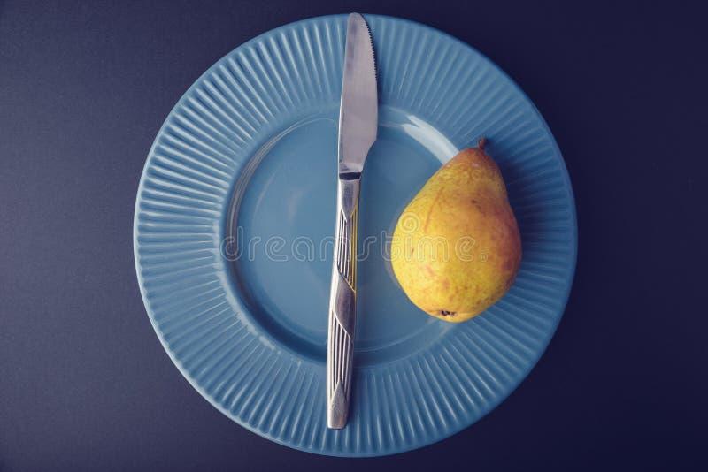 Винтажное украшение плакировкой - желтая груша стоковая фотография rf