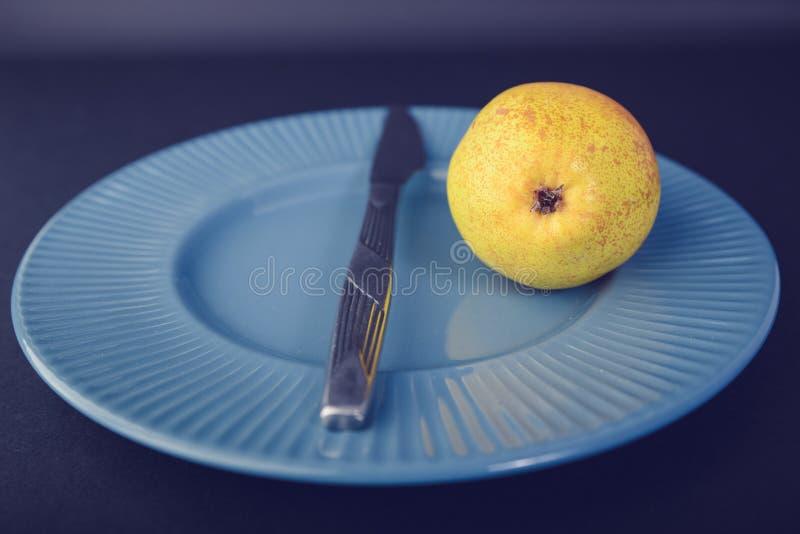 Винтажное украшение плакировкой - желтая груша стоковое изображение rf