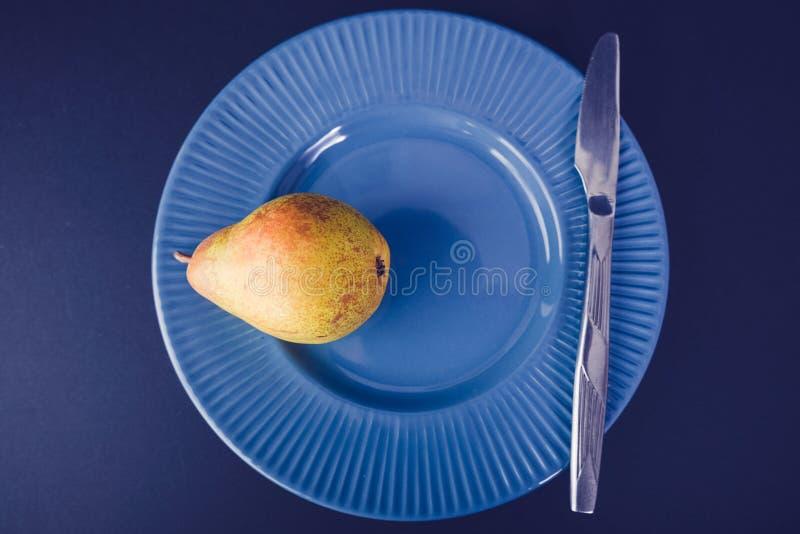 Винтажное украшение плакировкой - желтая груша стоковые фотографии rf