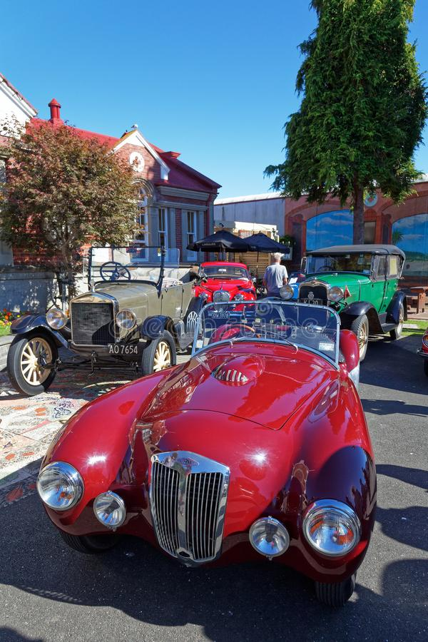 Винтажное шоу автомобиля в главной улице Motueka перед музеем стоковые изображения
